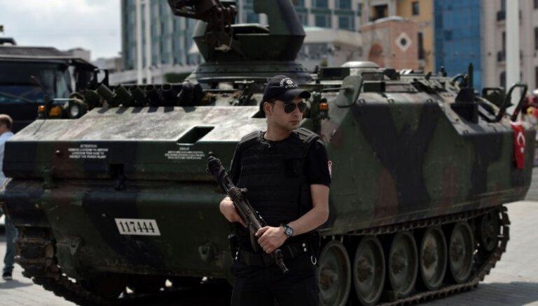 Turcijas valdībai bijis jau sagatavots arestējamo saraksts, pieļauj ES amatpersona