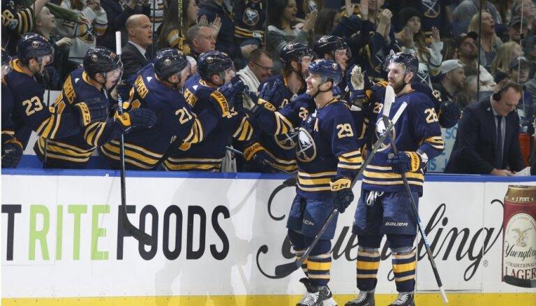 Latviešu duelis NHL: Balceram rezultatīva piespēle, Girgensonam uzvara