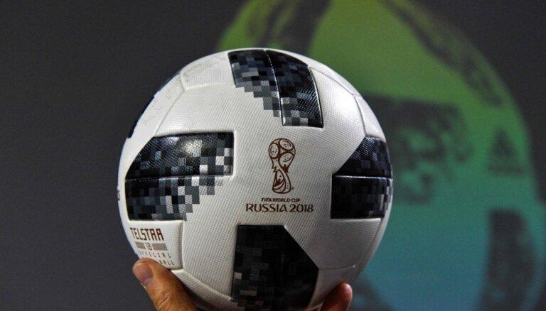 Foto: Prezentē nākamā gada Pasaules kausa finālturnīra oficiālo futbolbumbu