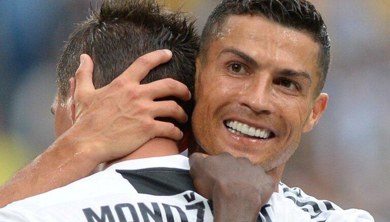 'Juventus' pirmajā sezonas spēlē savā laukumā droši pārspēj 'Lazio'