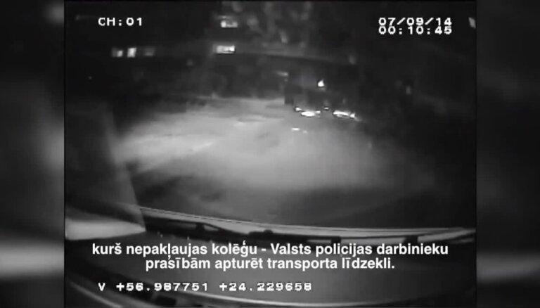Policija Rīgas ielās vajā 'Mercedes' markas auto