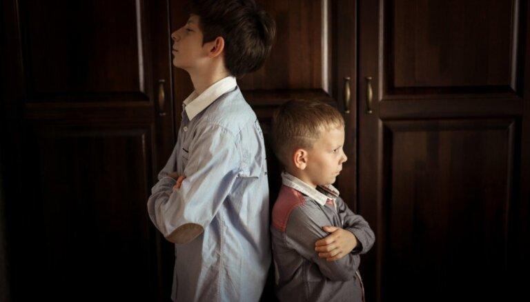 Tu brāli mīli vairāk nekā mani: kā cīnīties ar bērnu greizsirdību