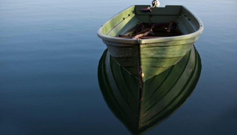 Līdz vasaras beigām liedz peldēties Piejūras dabas parka Ummja ezerā