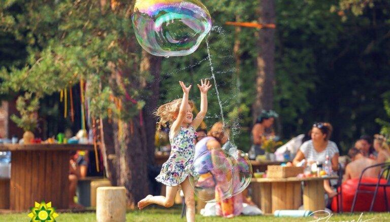 Spēļu pēcpusdiena un Pārdaugavas svētki: 8 pasākumi aizraujošām brīvdienām ar ģimeni