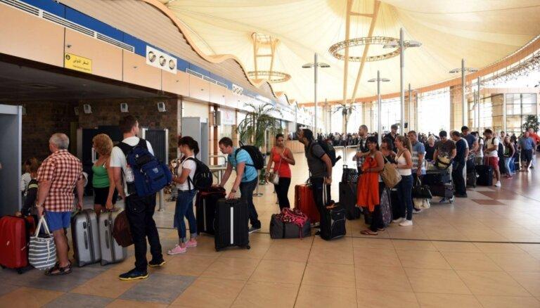Aizliedz lidojumus uz Šarm eš Šeihu; Latvijas tūristus evakuēs ar diviem specreisiem