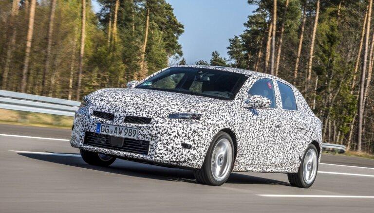 'Opel' dažādos apstākļos testē jauno 'Corsa' modeli