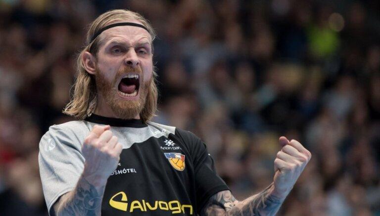 Video: Sporta pasaule sajūsmā par 'trako' islandiešu handbola vārtsargu