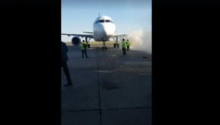 ВИДЕО: Самолет с пассажирами сел в Астане и загорелся