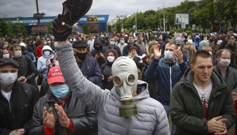 Baltkrievijā aizturēti vairāki desmiti opozīcijas aktīvistu