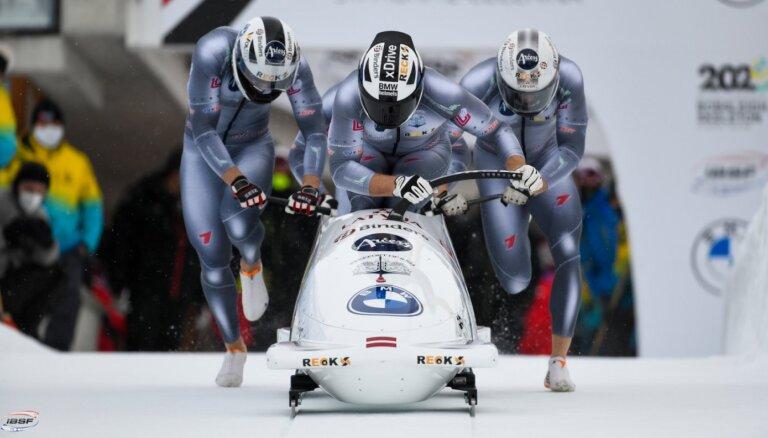Bērziņš ieņem astoto vietu četrinieku sacensībās pasaules junioru čempionātā bobslejā