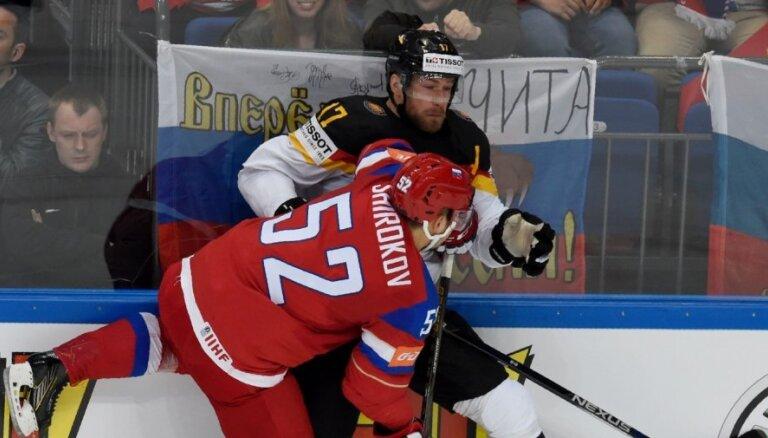 Krievija atspēlējas un iekļūst pasaules čempionāta pusfinālā