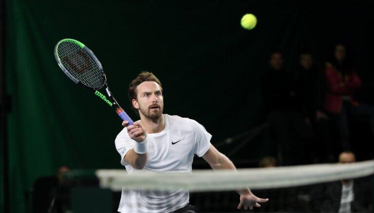 Gulbim neizdodas pārvarēt Gštādes 'ATP 250' sērijas turnīra kvalifikācijas pirmo kārtu