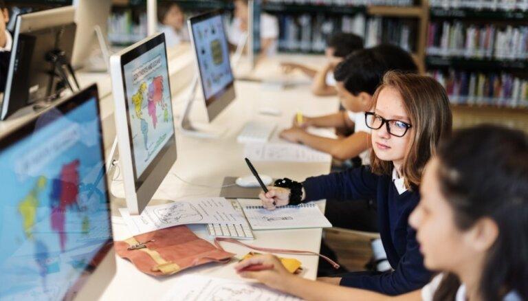 Turpina pieaugt skolu interese par iespēju valsts pārbaudes darbus kārtot tiešsaistē