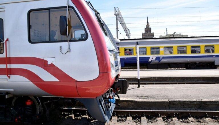 Латвийцам еще много лет придется ездить на советских дизельных поездах Pasažieru vilciens