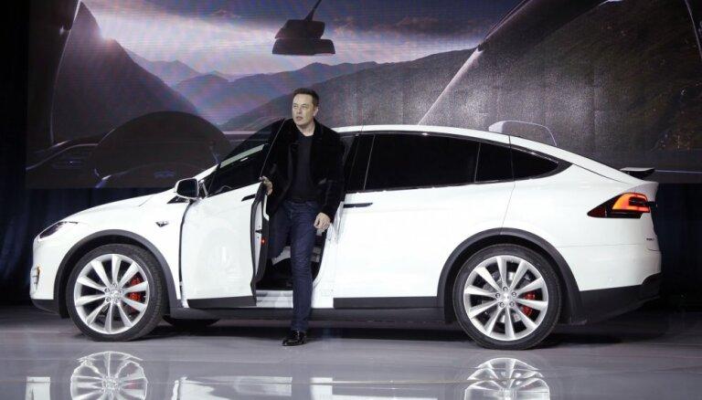 Tesla анонсировала запуск сервиса беспилотных такси