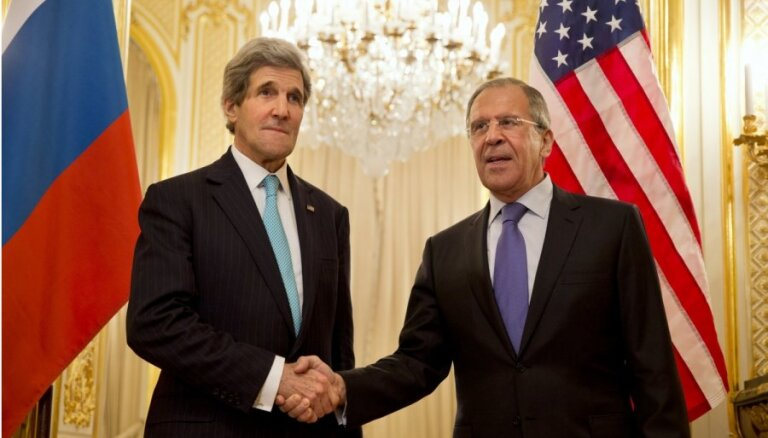 Ukrainas krīze: Kerijs un Lavrovs Parīzē meklē risinājumus
