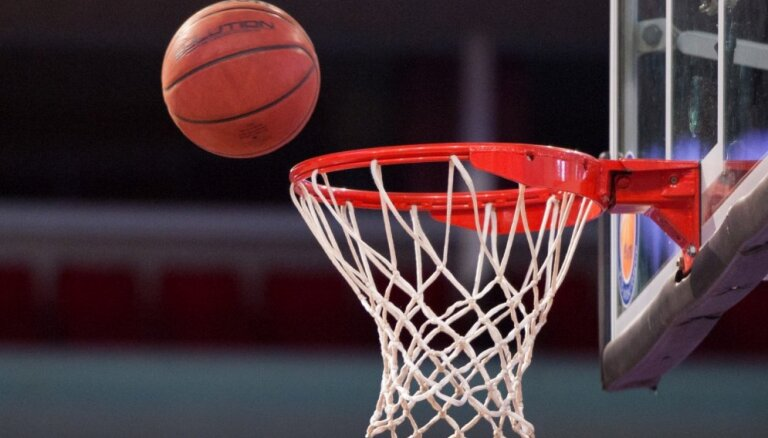 Latvijas U-17 basketbolistes PČ astotdaļfinālā piekāpjas Ķīnai; cīnīsies par devīto vietu