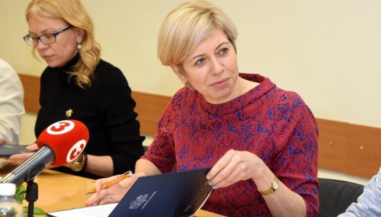 Foto: Čakša paraksta sadarbības memorandu korupcijas apkarošanai veselības aprūpē