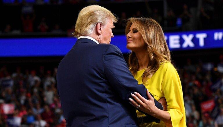 Любовь напоказ: Трамп впервые обратил внимание на жену