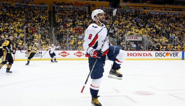 NHL Stenlija kausa 'kaujas': Ovečkins gūst brīnumainu uzvaras 'golu', 'Jets' atspēlē trīs vārtu deficītu