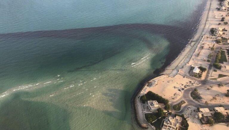 Video: 15 naftas strādnieki gājuši bojā autobusu sadursmē Kuveitā