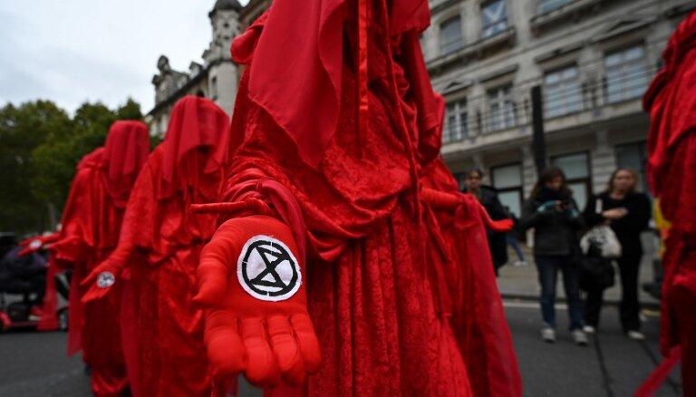 В 60 городах мира идут протесты Extinction Rebellion. В Лондоне задержаны 130 человек