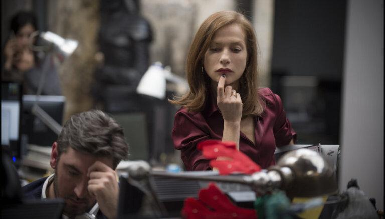 Rīgā sāks izrādīt 'Oskaram' nominēto Izabellas Ipēras filmu 'Viņa'