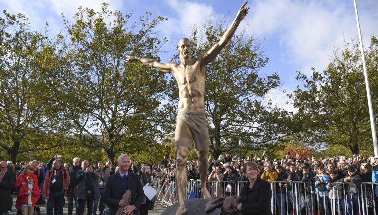 Zlatanam Ibrahimovičam par godu Malmē atklāta skulptūra