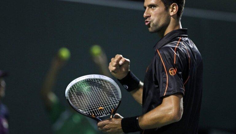 Džokovičs un Nadals sasniedz Francijas atklātā tenisa čempionāta ceturto kārtu