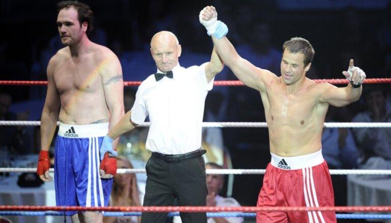 FOTO: 'Icebox 2011' hokeja boksa šovs