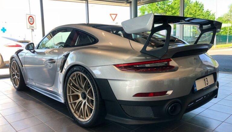 Foto: Latviešu basketbolists iegādājies 325 tūkstoš eiro vērtu 'Porsche'