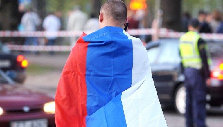 NA: tūlītēji jāpārtrauc termiņuzturēšanās atļauju izsniegšana Krievijas pilsoņiem