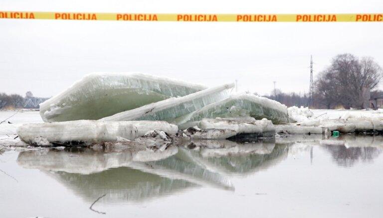 Взрывы на реке, брошенные дома, огромные убытки. Как паводки каждый год угрожают Латвии
