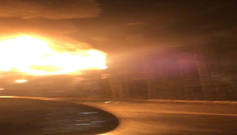 ВИДЕО: На шоссе Рига-Елгава загорелся рейсовый автобус