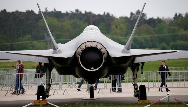 Virs Klusā okeāna avarējis F-35 iznīcinātājs