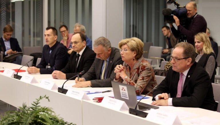 Pēc vairāku stundu debatēm Saeima noslēdz 'oligarhu lietas' izmeklēšanas komisijas galaziņojumu
