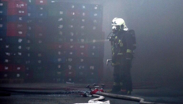 Jelgavas novadā no piedūmotas ēkas izglābj cilvēku