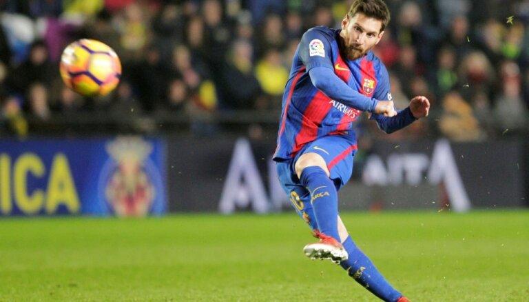 """ВИДЕО: Месси спасает """"Барселону"""" на 90-й минуте, """"Реал"""" увеличивает отрыв"""