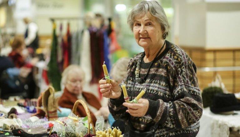 Svētku laikā atgriezies ikgadējais invalīdu amatnieku un rokdarbnieku tirdziņš