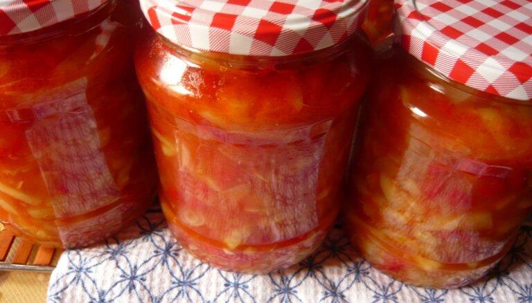Kabaču un paprikas lečo ar tomātiem ziemai