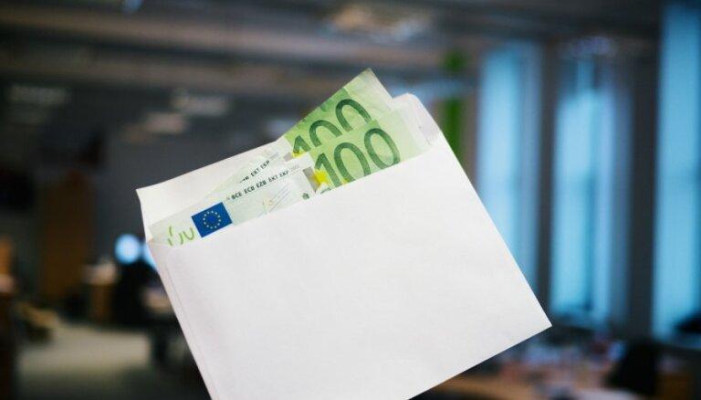 """Латвийские евродепутаты пожертвовали своим партиям сотни тысяч евро: топ самых """"щедрых"""""""