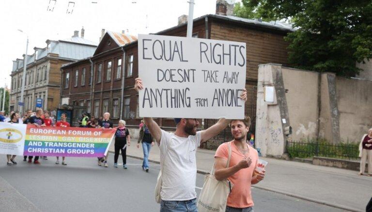 Сейм решил продолжить рассмотрение инициативы жителей о регистрации однополых отношений