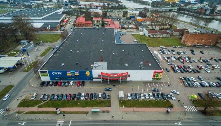Семья латвийского миллионера купила торговый центр в Лиепае