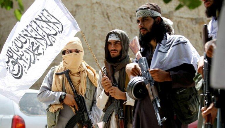 Bez talibu pielāgošanās realitātei ilgstoša miera Afganistānā nebūs, paziņo ASV sūtnis
