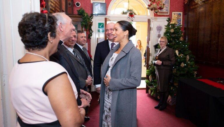 Saseksas hercogiene Megana gaidībās apbur vizītē aprūpes centrā
