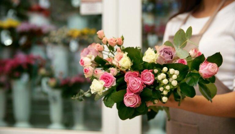 Ar mīlestību dāvātas – kā nopirkt svaigākās rozes