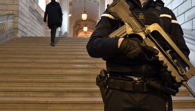 Francijas tiesa piespriež Tulūzas šāvēja brālim 30 gadu cietumsodu
