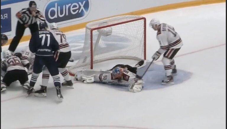 Video: Gudļevskim trešā vieta KHL nedēļas skaistāko atvairīto metienu topā