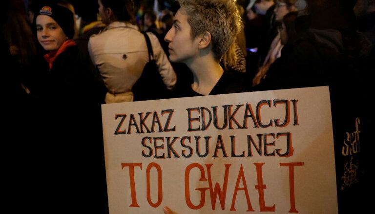 Polijas iecere kriminalizēt seksuālo izglītību panāks pretējo efektu, brīdina EP deputāti