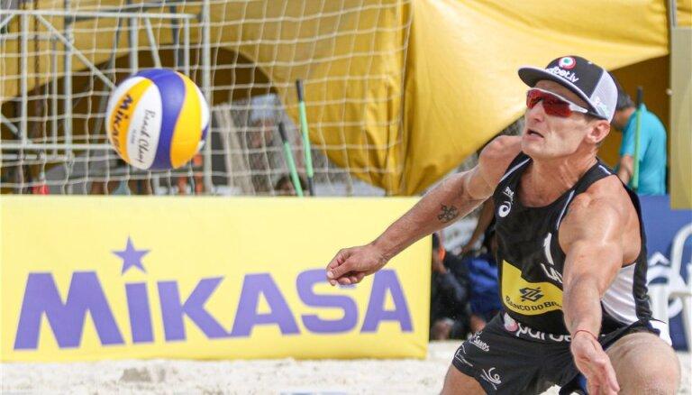 Latvijas pludmales volejbolistiem neveiksmes astotdaļfinālā četru zvaigžņu turnīrā Ķīnā